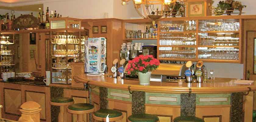 Austria_Filzmoos_Hotel-Hannefhof_bar.jpg